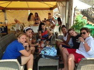 Valerie (a friend), Andrea, Pearl, Eden, Roxanne, Henry, and Nicolas enjoying their lunch.