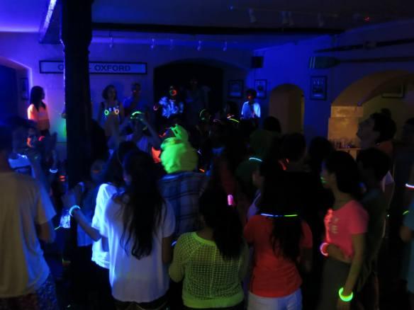 We <3 black lights