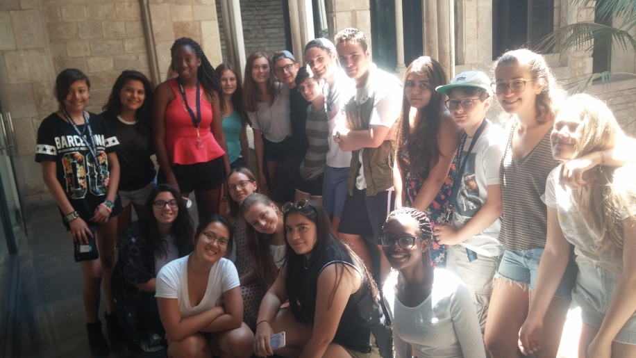 Students outside of the Picasso museum