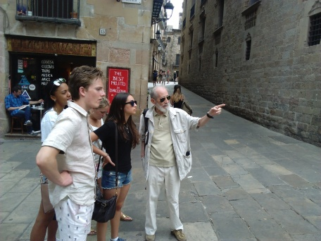 "The ""Spanish Language"" minor with guest guide Paco Luis del Pino by Plaça del Rei."
